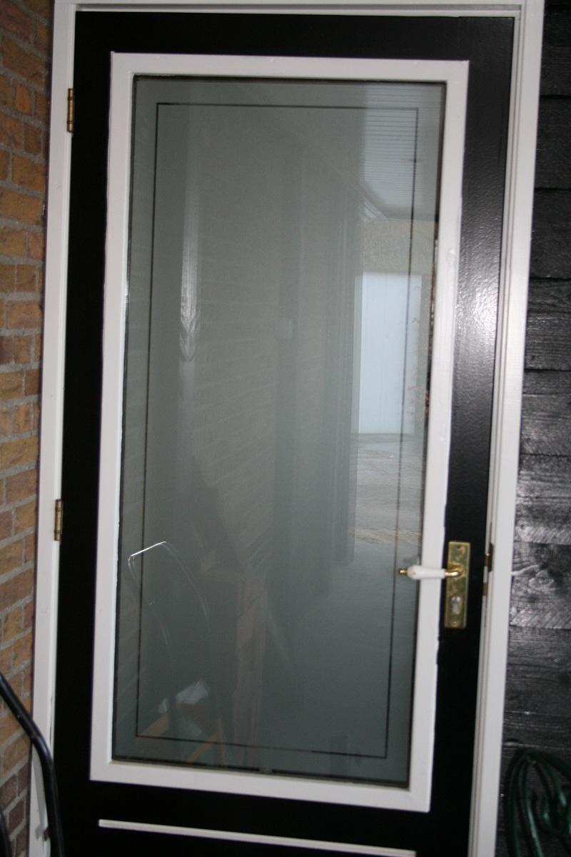 Keuken Deur Folie : Raamfolie voordeur aanbrengen. Dat doet u zelf of wij kunnen dit voor