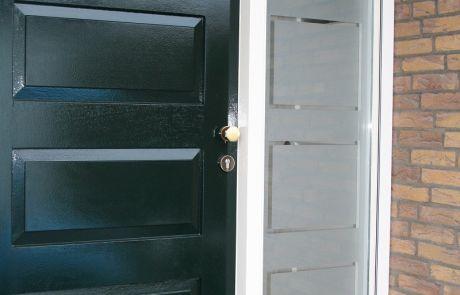 raamfolie voordeur gesneden