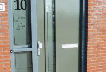 Raamfolie voordeur zelf ontwerpen en aanbrengen for Plakfolie decoratie
