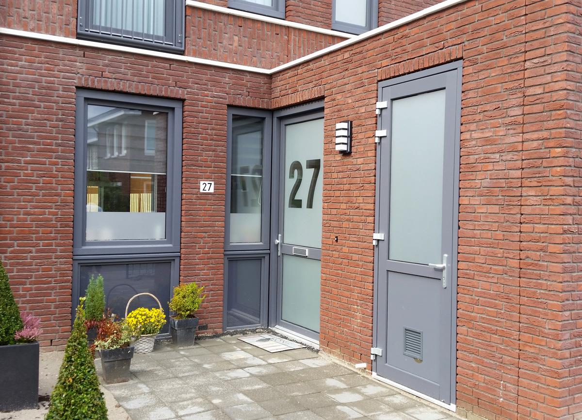 glasfolie, huisnummer, voordeur, schuurdeur