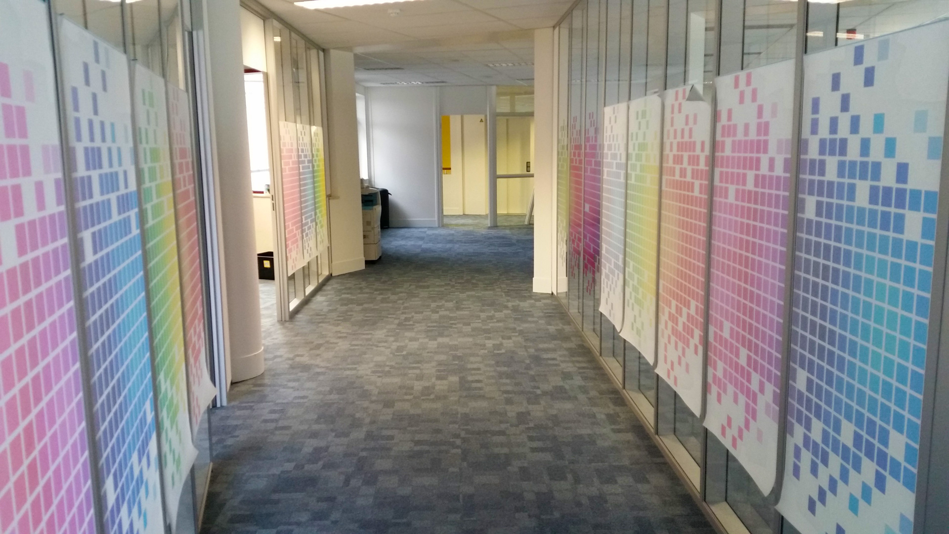Raamfolie idee n te gebruiken voor eigen raamfolie ontwerp - Kantoor deco ...