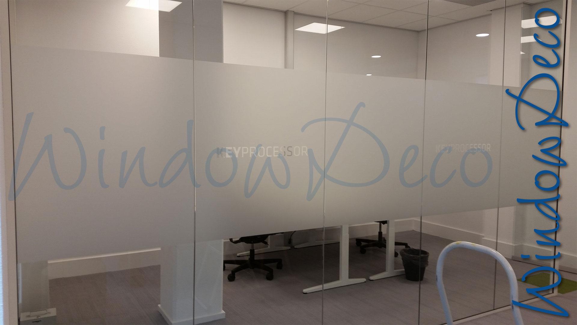 Kantoor met raamfolie, glasfolie met logo, anti inkijk, windowdeco