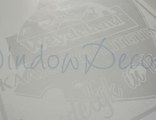 Logo uit raamfolie, glasfolie, gesneden